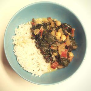 gut gewürztes Curry aus Mangold und Kichererbsen für dein Kapha